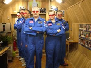 Abb.2: Die Crew von Mars500 in ihrem Wohnzimmer. Bildrechte: ESA.